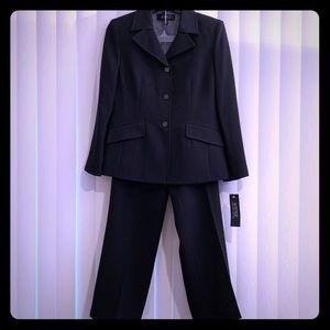Kasper 2-piece Suit 8P Petite NWT